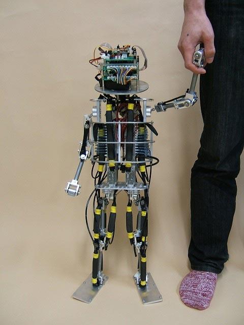 披着电路出生的机器人婴儿-科教台-中国网络电视台
