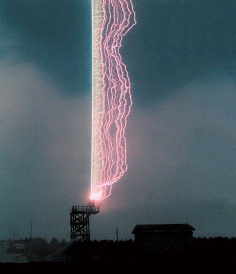 美科学家借助引雷火箭成功制造