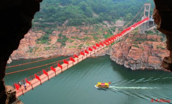 京娘湖风景区有高峡平湖,仙灵峡,宋祖峡,京娘峡,云崖寄志,青峰开屏