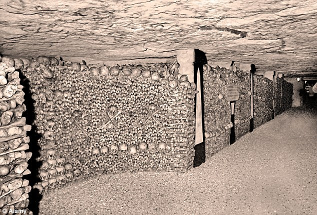 死亡帝国_探秘巴黎地下墓穴:600万人遗骸构成死亡帝国