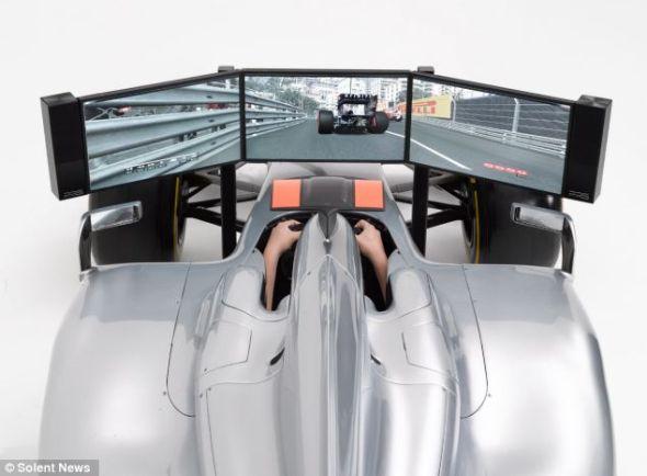 这台模拟器采用倍耐力F1专用轮胎,驾驶室与真正的F1赛车一模一样,工程师甚至会亲自上门,为买家安装
