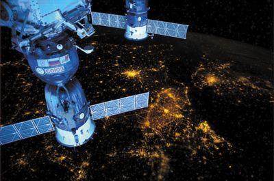 4月13日,从国际空间站俯瞰欧洲夜景。