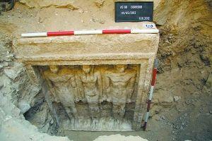 这张由埃及古文物最高管理委员会11月2日提供的照片显示的是这座在吉萨省发现的古埃及公主陵墓(10月11日摄)。新华社/法新