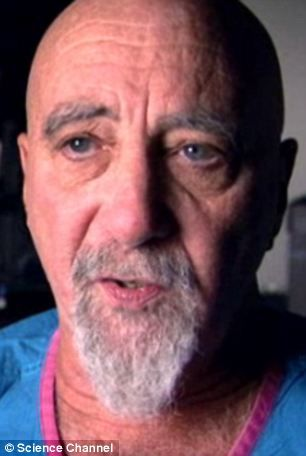 美国亚利桑那州大学意识研究中心负责人斯图亚特-哈默罗夫博士。他认为构成灵魂的量子物质离开神经系统而后进入宇宙时便会出现濒死经历