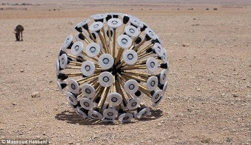 阿富汗人设计扫雷神器,外形科幻似蒲公英。