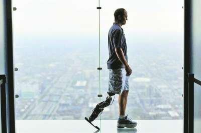 美男子将用意念控制仿生假肢爬103层高楼
