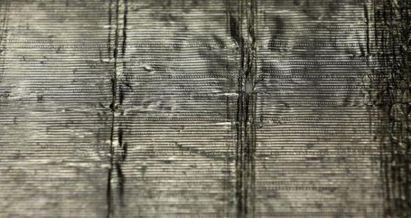 录音使用的锡箔非常脆弱,播放几次后,唱针就会将其撕裂