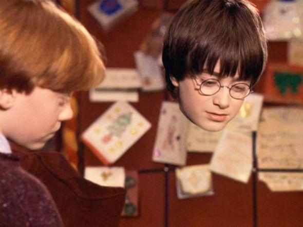 魔幻片《哈利-波特》剧照。现在,美国杜克大学的研究人员研制出迄今为止性能最高的隐形斗篷
