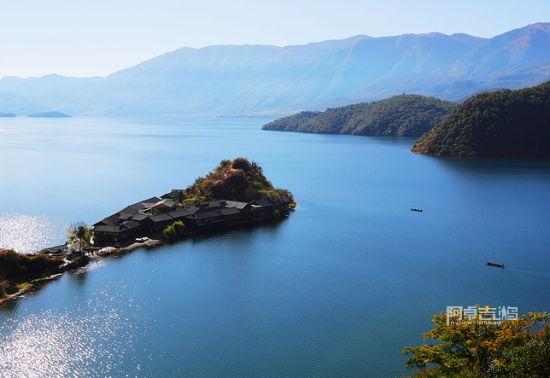 纯净的泸沽湖